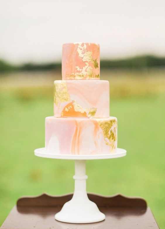 10 Marbled Wedding Cakes That Nix Traditional Style ...