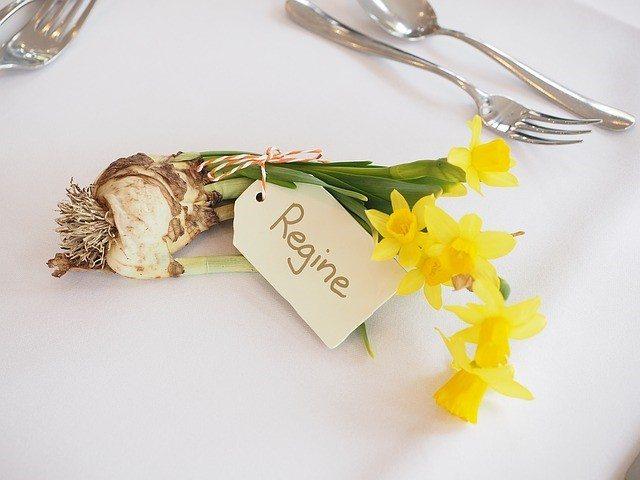 8-flower-bulb-wedding-favor