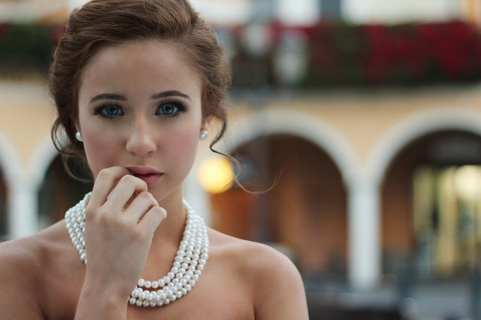 [topweddingquestions.com] 1_bride pearl necklace