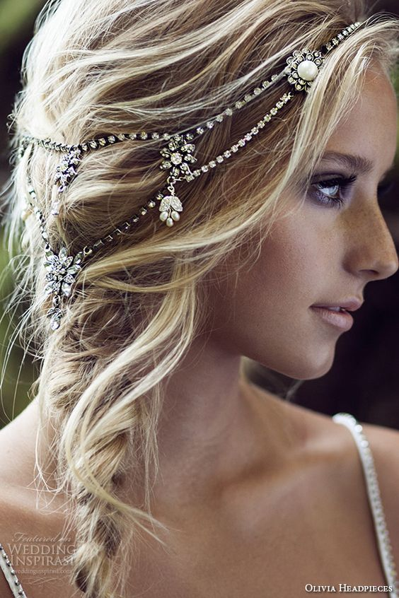 There S So Much About This Headpiece We Re Loving It Delicate Yet Filled With The Drama You Want For Your Wedding Day