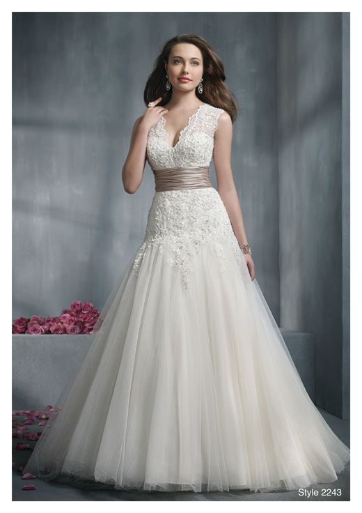 How to choose the right wedding dress style for your body for Wedding dresses for larger figures