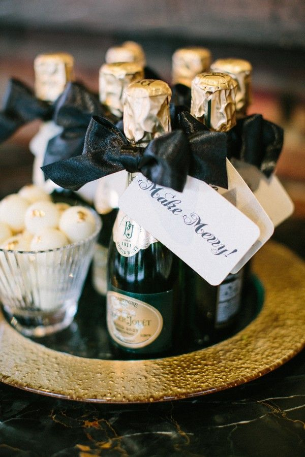 10 New Year's Eve Wedding Favor Ideas | Holiday Themes ...