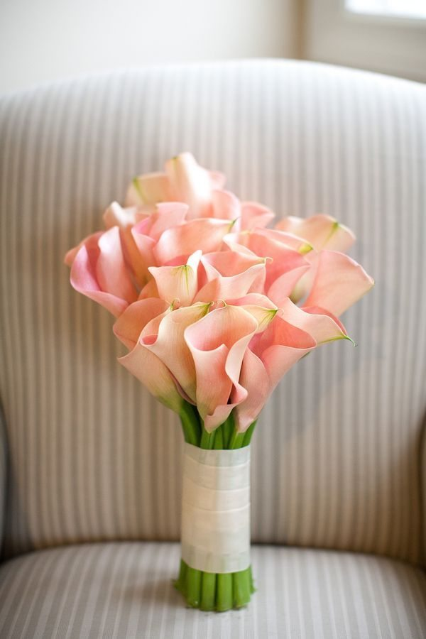 Building a Beautiful Calla Lily Wedding Bouquet ...