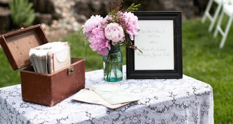 Tips on handling the wedding gift table topweddingsites tips on handling the wedding gift table negle Images