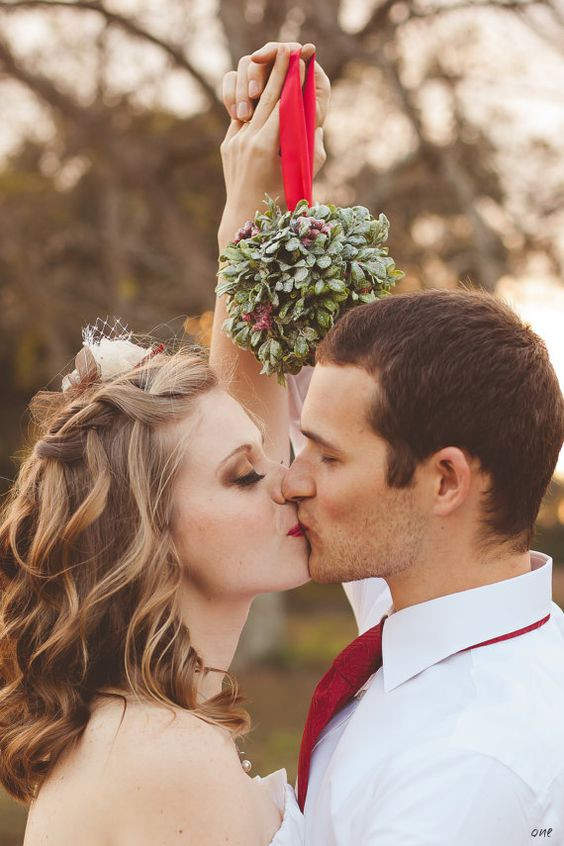How to Throw an Incredible Christmas-Season Wedding