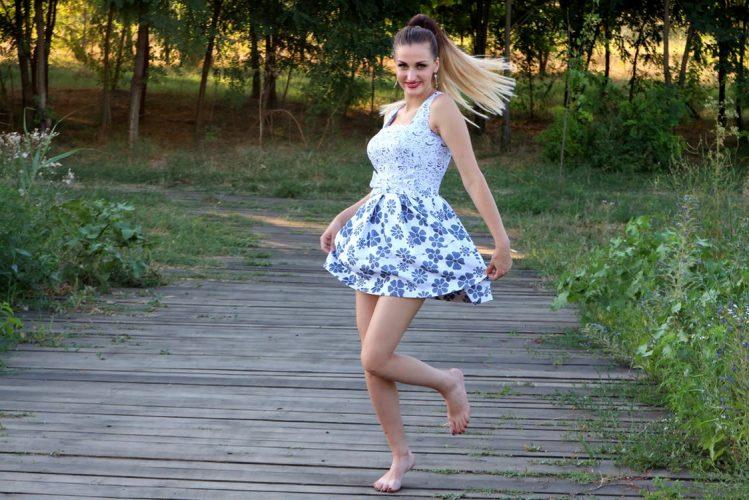 Bridesmaid-floral-pattern-dresses