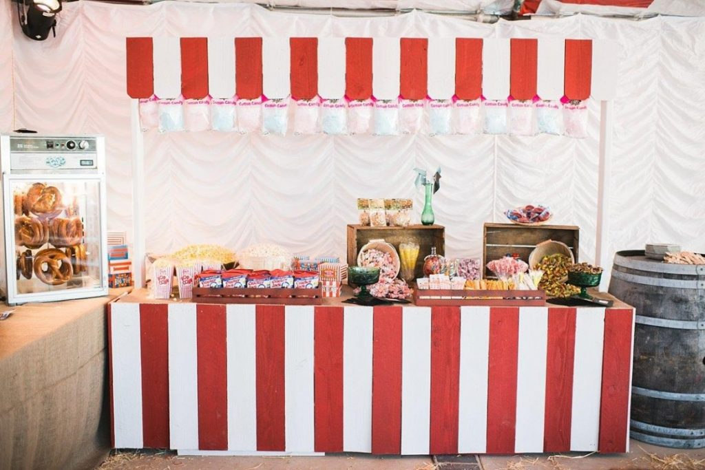 Carnival style wedding with retro vibes and kettle corn