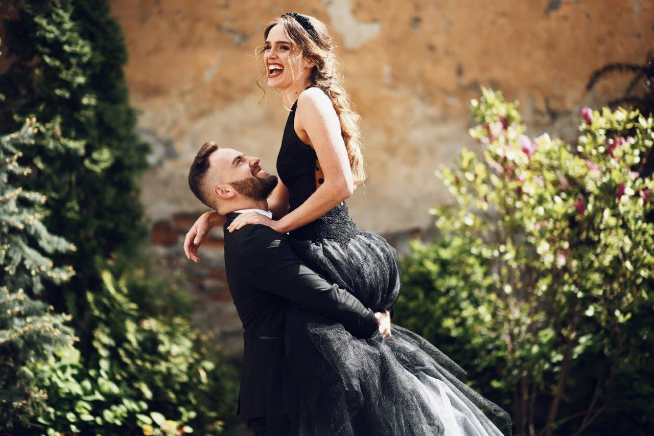 12 Dramatic Black Wedding Dresses You Should See