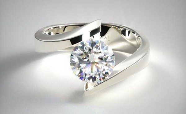 Spiral tension setting engagement ring